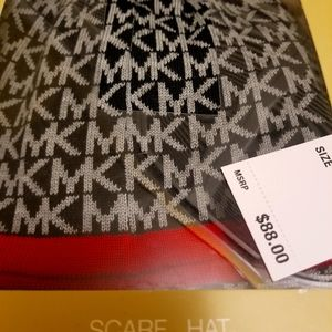 MICHAEL KORS HAT AND SCARF SET NEW WITH TAGS.